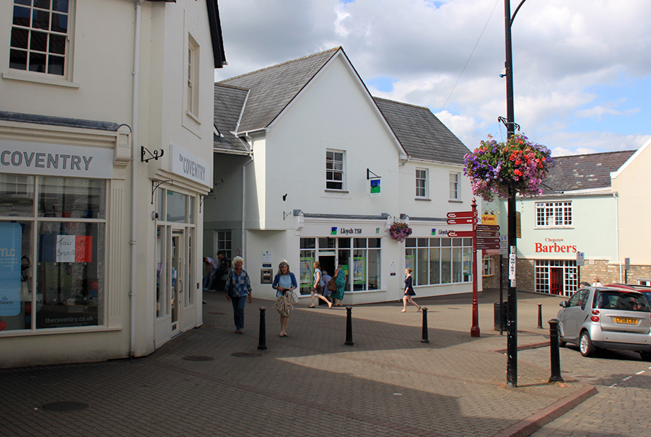 <strong>Chepstow Town Centre<span><b>in</b>Commercial </span></strong><i>→</i>
