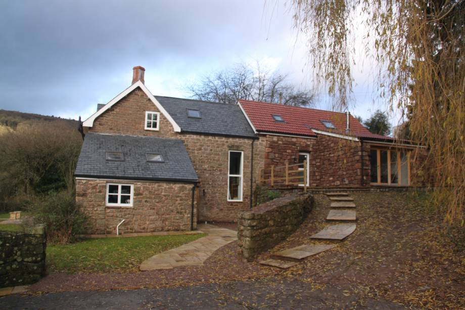<strong>Knoll Farm, Brockweir<span><b>view larger</b></span></strong><i>&rarr;</i>