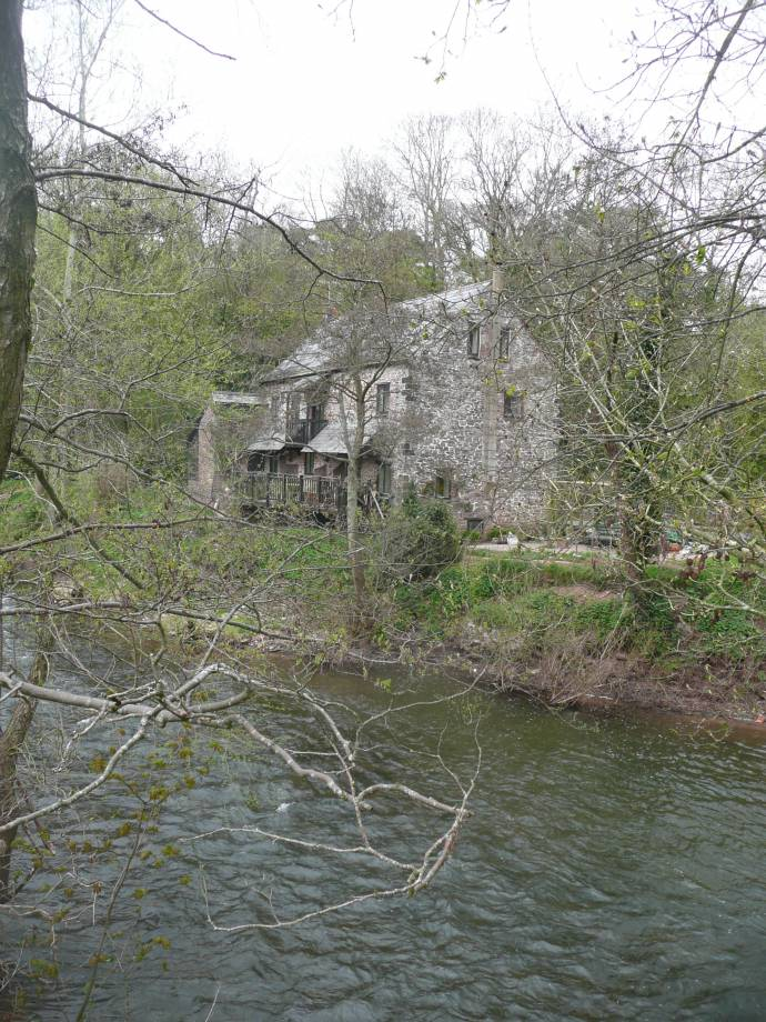 <strong>Monnow Mill<span><b>view larger</b></span></strong><i>→</i>